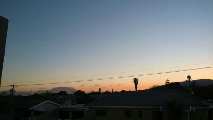 Clear skies and look table mountain