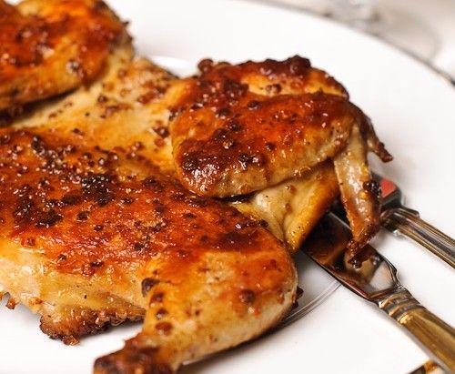 Ингредиенты:  цыпленок весом примерно 500—600 г 1 тушка тархун, кинза и орегано 1 пучок чеснок 3 зубчика аджика 2 ч. л. черный перец 6—7 горошин хмели-сунели 1 ч. л. морская соль 1/2 ч. л.  Способ пр…