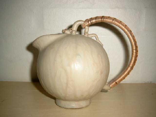 Arne Bang Ceramics. Jug in stoneware from 1950es. Signed AB. #arne #bang #ceramics #pottery #stoneware #jug #dansk #keramik #kande #danish. SOLGT/SOLD.