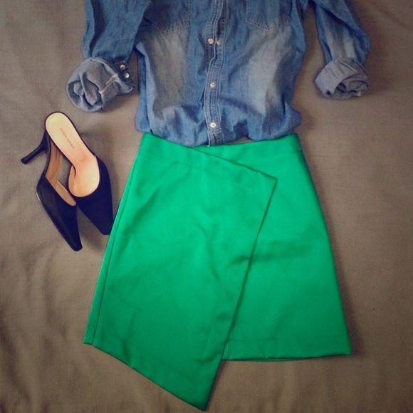 ⏰FLASH SALE⏰TOPSHOP skirt Asymmetrical, cool color green, width - 12.5, length - 16.5. Topshop Skirts
