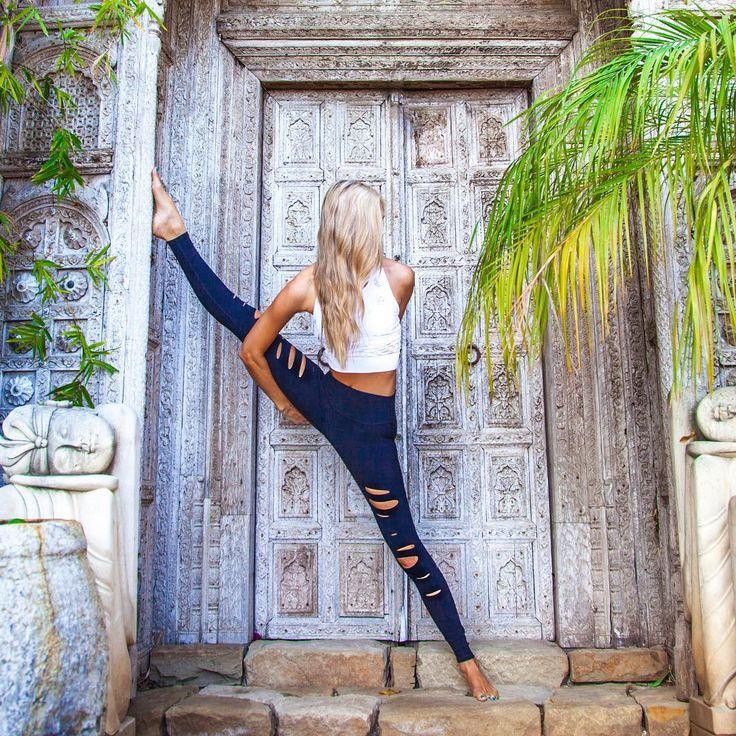 The Alo Yoga Ripped Warrior Legging #aloyoga #beagoddess