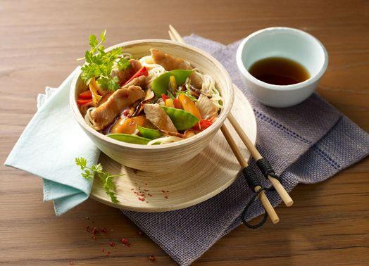 Putenfleisch und buntes Gemüse aus dem Wok