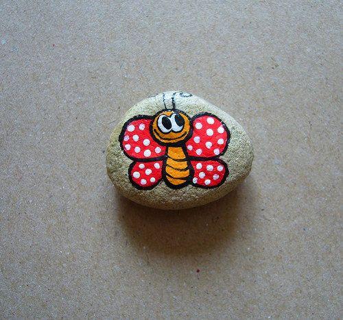 malovaný kamínek MOTÝLEK