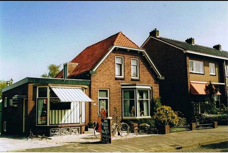 Bleiswijk, Hoefweg - Vleeswaren en kaas af en toe een kip, bij Koenekoop en voor brood en banket naar bakker Rodenburg in de eerste jaren van mijn huwelijk.