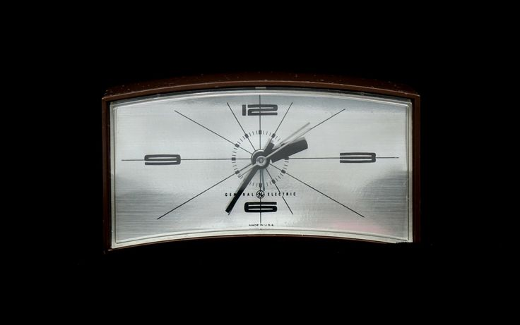 Mid Century Modern Clock, GE Alarm Clock, Mad Men, Atomic Style Clock, Electric Clock, Model 7384, Made in USA by ClassicEndearments on Etsy https://www.etsy.com/uk/listing/477224029/mid-century-modern-clock-ge-alarm-clock