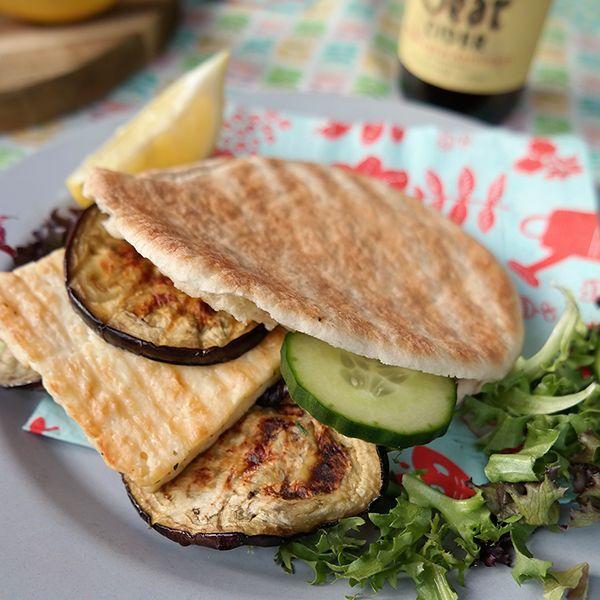 Groente grillen op de barbecue is zó lekker! Gebruik deze blogpost als inspiratie voor je vegetarische barbecue, of om op een leuke manier wat meer groente bij je barbecuefeestje te serveren.