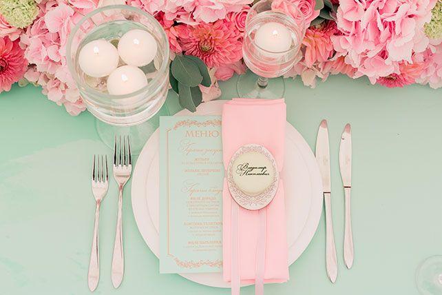 Свадьба в стиле французского кондитерского дома Ladurée, сервировка стола