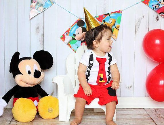¿Quieres personalizada? https://www.etsy.com/listing/151805488/Get-Your-Antsy-Pants-Personalized?Ref=shop_home_active_1  Si quieres que los cortos que empareja - véase este listado para el conjunto: https://www.etsy.com/listing/153606624/mickey-mouse-birthday-tie-and-suspender?ref=shop_home_active  ¿Juego calentadores de la pierna? https://www.etsy.com/listing/153166150/Baby-Leg-Warmers-Mickey-Mouse-Inspired?...