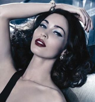 OMG – who wouldn't want their makeup to look as glamorous as Megan Fox's in this super-sophisticated Giorgio Armani Cosmetics campaign?! Those kissable lips, that sultry stare, that flawless skin…she's got it all going on without looking one bit OTT. I don't know about you beauties, but I'm definitely developing a girl crush!
