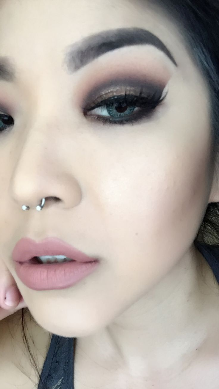 Soft smokey eye with the Tartlette 2 In Bloom palette!