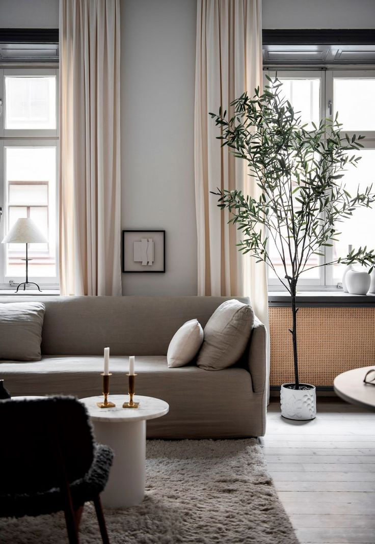 Home tour – a cosy Stockholm apartment in soft shades of grey – {Living room / Wohnzimmer}