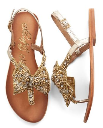twinkling #gold bow sandals  http://rstyle.me/n/iev3rpdpe