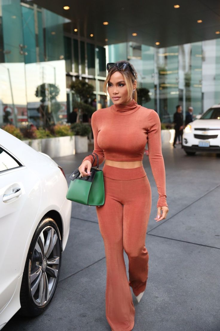 Daphne Joy.. Laina Rauma Jackie co-ord, with Louis Vuitton City Steamer PM tote..