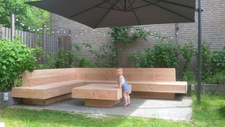 XL Hoekbank | Grote loungebank voor in de tuin | grote hoekbank voor buiten | tuin inspiratie | zithoek | buitenleven | VanStoerHout