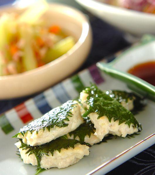「豆腐つくねの大葉包み焼き」の献立・レシピ - 【E・レシピ】料理のプロが作る簡単レシピ/2010.08.01公開の献立です。