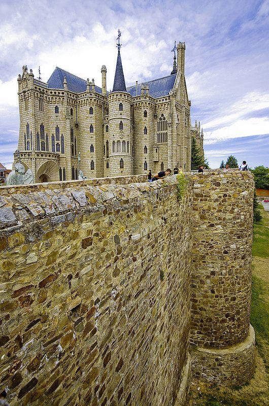 Miuralhas do Palacio Episcopal de Astorga. 1889-1913. Astorga, Spain. Antoni Gaudí