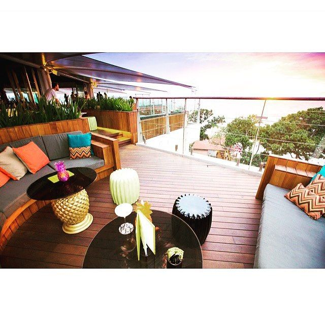 HUMP DAY • looking for some midweek martinis? Look no further than the rooftop at the luxurious Double Six Hotel. @doublesixrooftop Amazing! • #doublesix #doublesixrooftop #rooftop #cocktails #humpday #fromwhereyoudratherbe #view #luxe #luxury #sunset #drinks #paradise #whatvolcano #holidays #food #wine #hospitality #balilyf #balifood #islandlyf #travel #instatravel #nofilter TAG US IN YOUR BALI PICS #thebaliwhisperer