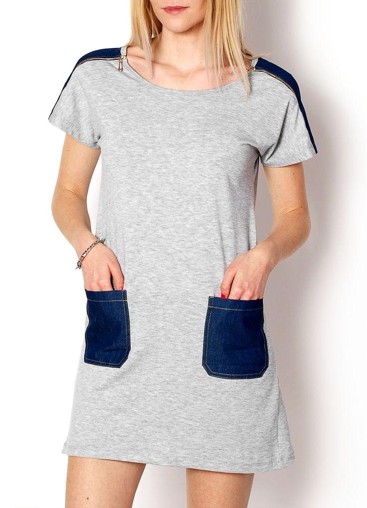 Tunika posiada prosty krój, pod pachami luźniejsza, dekolt okrągły, na ramionach wstawki z jeansu, z rozpinanym zamkiem w kolorze złotym, w okolicy bioder duże jeansowe kieszenie.  Materiał: 95% bawełna, 5% lycra. Modelka: 175cm, na co dzień nosi S/M, rozmiar z prezentacji produktu M.
