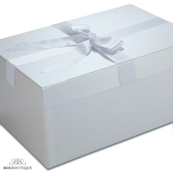 #Brautkleidbox Pearly Croco im extravaganten und dezenten Design mit Croco-Prägung. Darin können Sie Ihr #Brautkleid optimal #aufbewahren // Wedding dress box Pearly Croco in an extravagant and discreet design with a croco embossment www.boxboutique.de