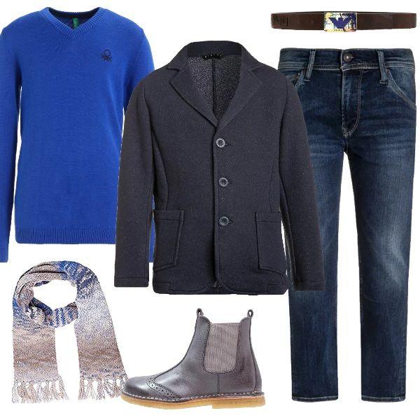 Pomeriggio al cinema ma con un look splendido. Jeans slim fit, maglione blue, giacca dark blue, stivaletto grey, sciarpa multicolore e cintura testa di moro Armani Junior. Per un ragazzo che ama essere sempre perfetto.