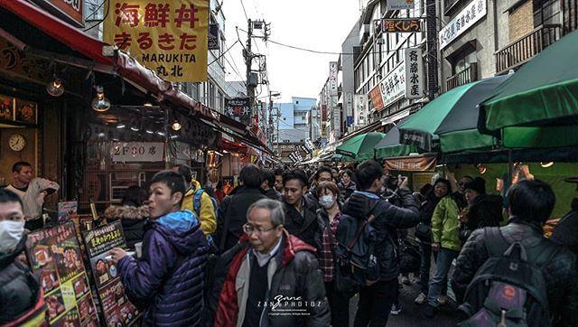 Japan . Tokyo .  Tsukiji Market . 日本 . 东京 . 筑地市场 The Crowd http://ift.tt/2u2gP0H  #japan #tokyo #tsukiji #instagramers #instagram #insta #instatravel #instatravelling #instatraveller #instaphoto #instajapan #instalike #instagood #instago #instashoot #instaphotography #travelblogger #travel #traveller #travelling #traveling #travelphotography #travelphoto #photographysouls #photographer #photooftheday #japanlicius