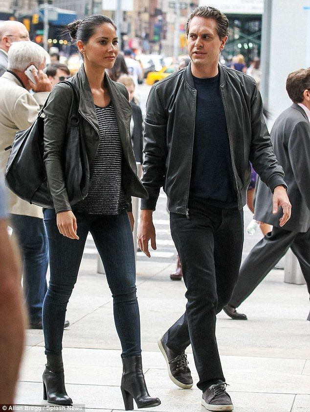 Breaking news: Olivia Munn and co-star Thomas Sadoski were spotted out filming scenes for HBO's The Newsroom in New York City on Saturday