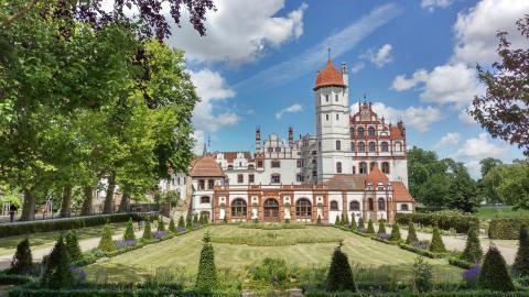 #Schloss #Basedow Foto: Sven Krüger #meckpomm #mecklenburg #schlosspark #kultur