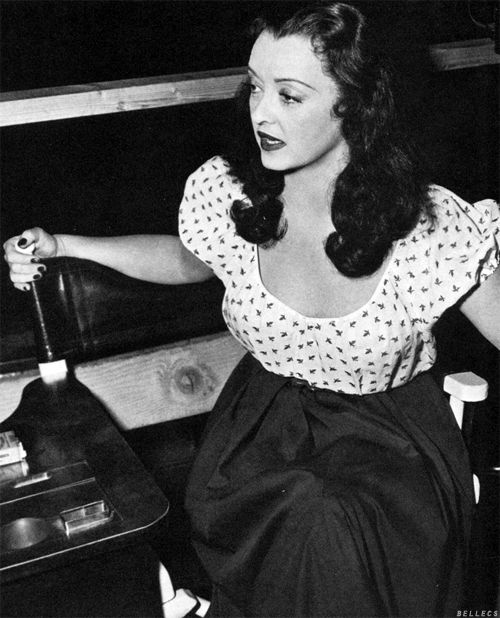 Bette Davis behind the scenes of Beyond the Forest (1949)