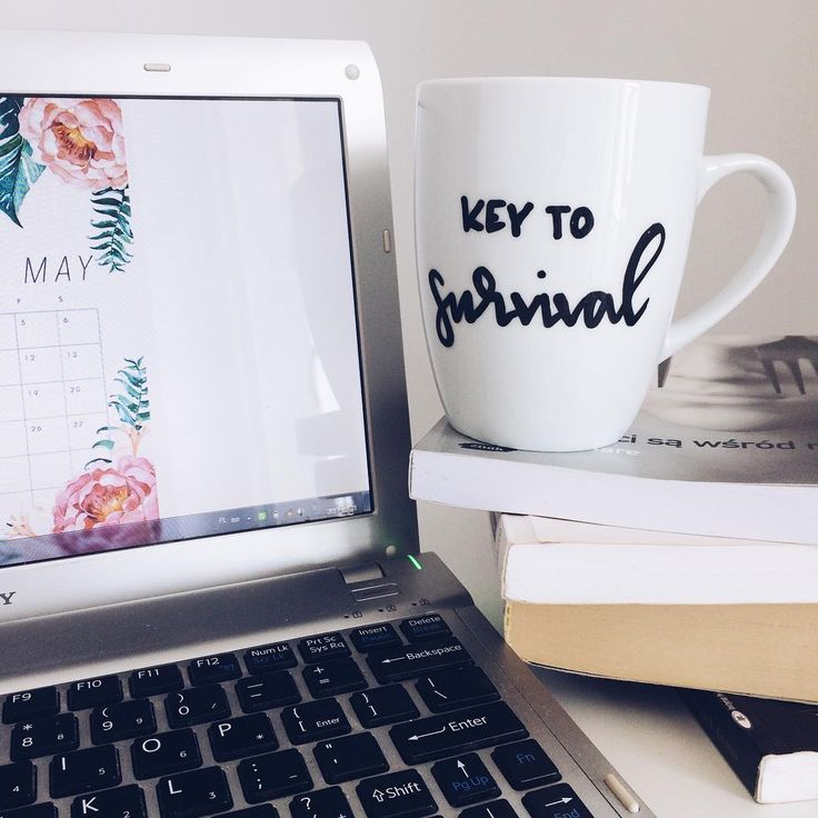 "cliche_mugs na Instagramie: ""#keytosurvival #key #to #survival #morning #morningcoffee #allineed #work #homeoffice #may #books #instamood #instagood #cliche…"""