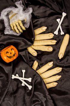 Le #dita della #strega sono un #biscotto semplicissima da realizzare e davvero gustoso da assaggiare! Perfetto per #halloween grazie all'illusione perfetta che potrete ottenere, conquisterà grandi e piccini...da leccarsi le dita! #ricetta #GialloZafferano #Halloweenrecipes #halloweenparty