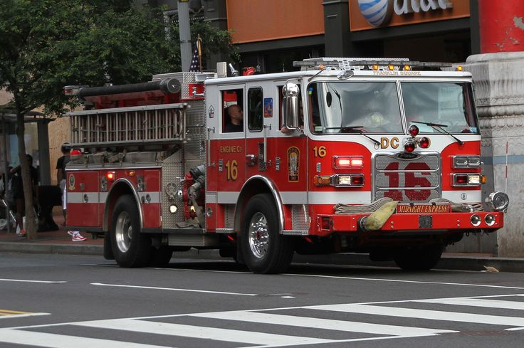 Fire Engine Co16 (27720578086).jpg