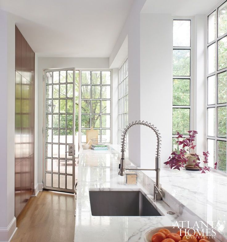Design by D. Stanley Dixon Architect and Design Galleria Kitchen and Bath Studio | Photography by David Christensen | Atlanta Homes & Lifestyles |