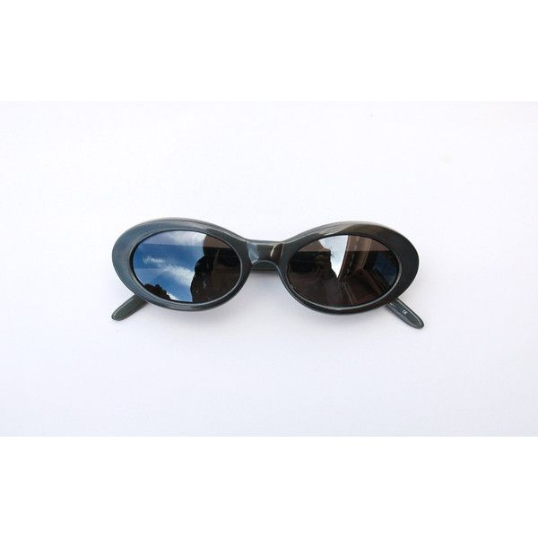 Black dress 90s sunglasses