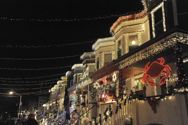 34th Street in Hampden #thebottomdrawer: Santa Clause, Row Houses, Giant Santa, Baltimore Christmasstreet Com, Entir Blocks, Display Traditional, 34Th Street, Holidays Lights, Houses Trees