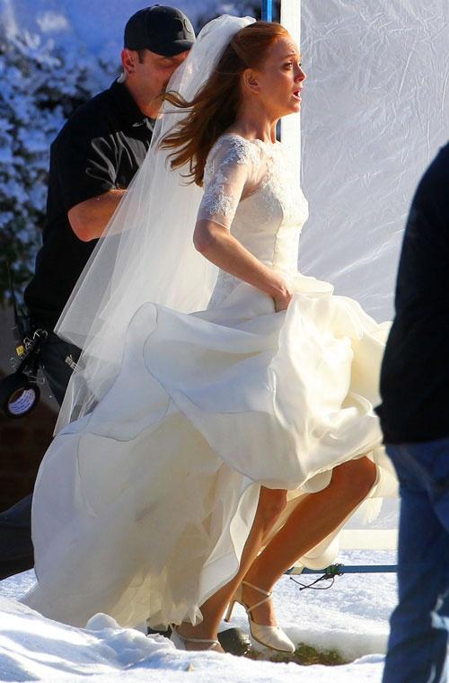 Emma To Runs Away In Wedding Dress For Glee Season 4 Episode 14