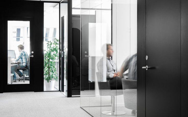 FLEX FRAMELESS och FLEX GLASSLINE En portallösning med krav på ljud, brand och modern design. -