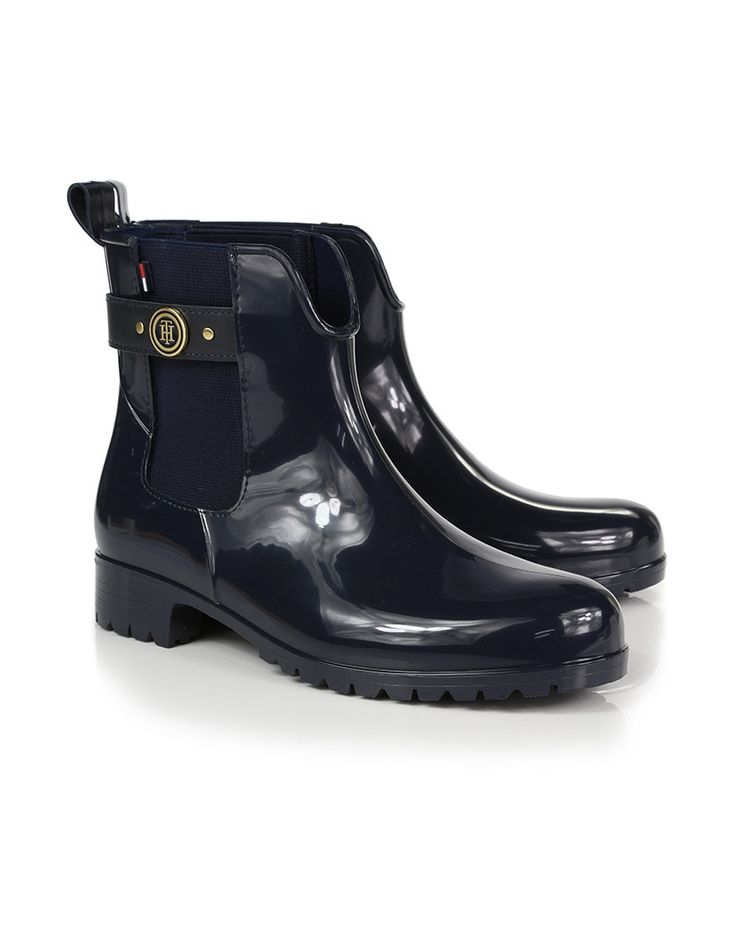 These Women's Oxley Chelsea Wellington Boots from Tommy Hilfiger are a must-have for women this season, which feature the practicality of being a waterproof wellington, and the style and sophisticated shape of a Chelsea boot. The perfect addition to every woman's wardrobe, we're sure the Oxley boots will become a fast favourite.