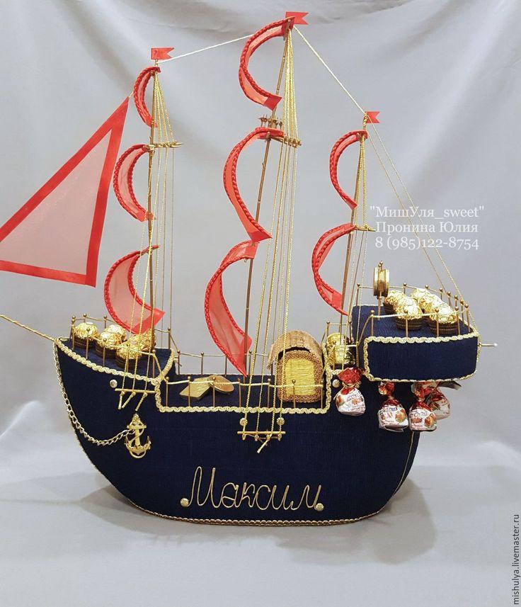 Купить или заказать Корабль из конфет! в интернет-магазине на Ярмарке Мастеров. В состав корабля входят конфеты ФеррероРоше, Золотая лилия, Чудо и шоколадные слитки и монеты. Возможен заказ меньшего размера, стоимость оговаривается. Цветовая гамма определяется заказчиком. Конфеты легко отделяются от корабля, не нарушая его вида. В дальнейшем с ним можно будет играть детям или он станет украшением интерьера! Все детали корабля выполнены вручную!