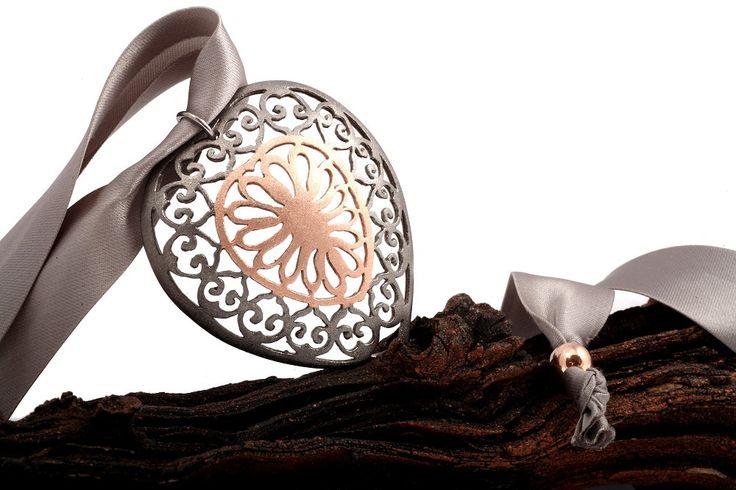 https://flic.kr/p/DAEEZi | Unique Precious Classic Jewel Pendant - Lace work Jewelry- | Glamorous Heart - sterling silver, rose gold plating, rhodium plating, satin ribbon