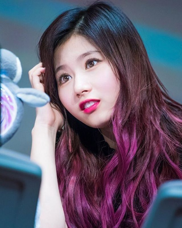 Those eyes. Those eyes can heal everything   #twice #트와이스 #sana #사나 #さな #cute #pretty #adorable #beautiful #goodnight #nosananolife #예쁜 #かわいい #綺麗 #素敵 #おやすみ #kpop #jyp  @twicetagram