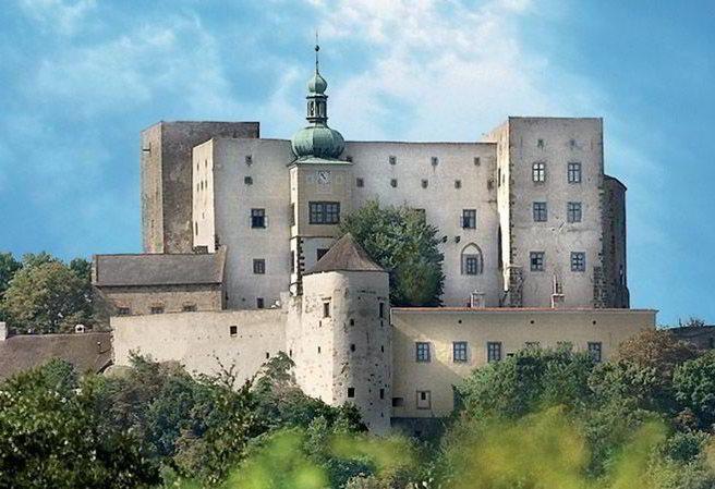 Kudy z nudy - Hrad Buchlov - jeden z nejstarších a nejmohutnějších královských hradů