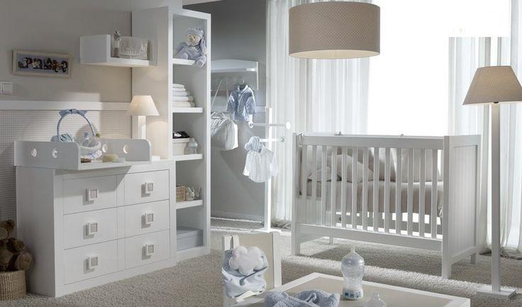 Cómoda infantil con 3 cajones.  Medidas: 110x45x80cmalto  Acabado lacado blanco.   No incluye cambiador.