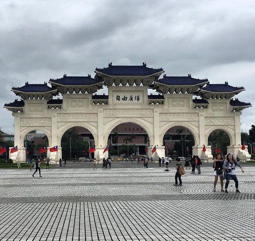 Chiang Kai Shek Memorial Hall in Taipei, Taiwan. Impressive. Beautiful.…