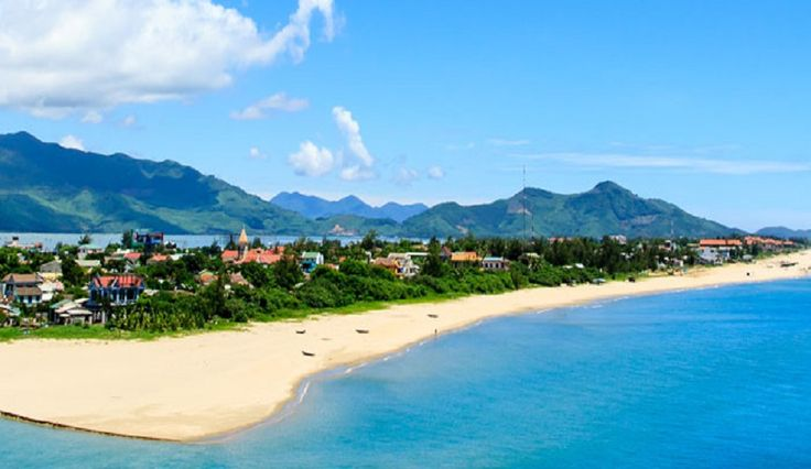 Vietnam is the land of several activities and experiences; culture, heritage and beaches are few examples. Here we list some of the most popular #beaches in Vietnam.  Nha Trang Mui Ne Con Dao Islands Cham Island Phu Quoc