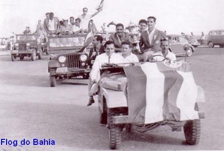 Desfile de chegada dos Campeões Brasileiros, em jeeps da Petrobrás, após a conquista do 1° Campeonato Brasileiro
