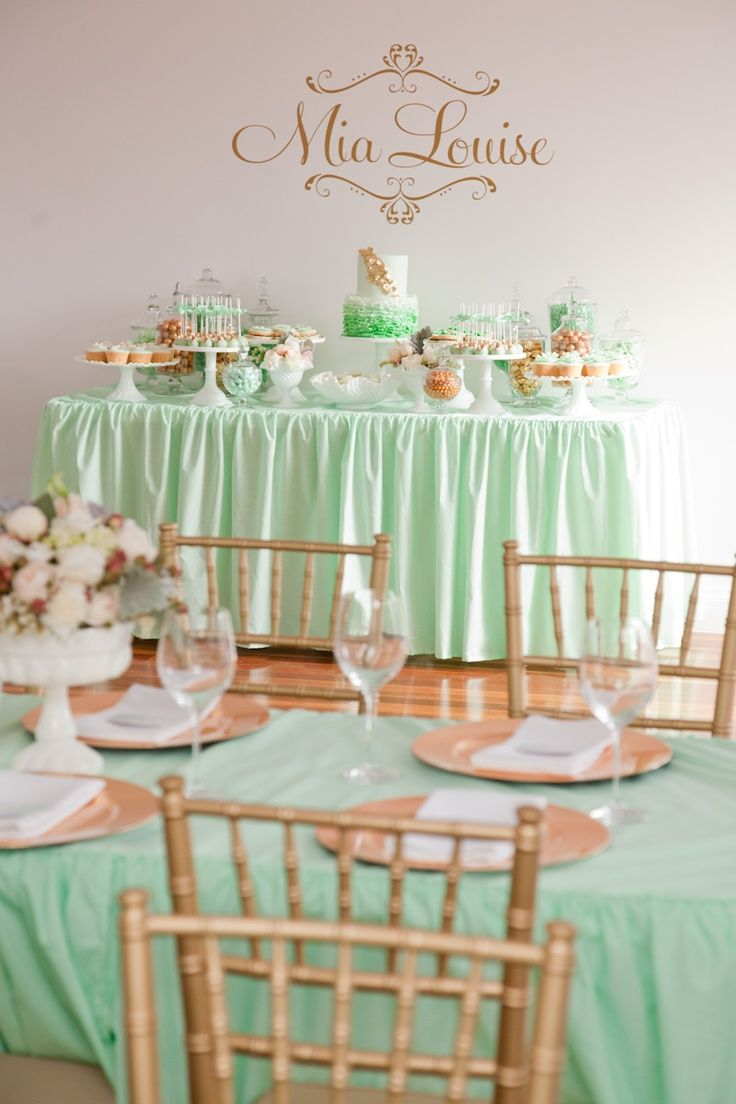 Mint table decor combined with simple wooden chairs. So stylish.