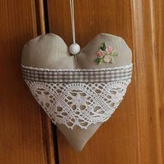 Coeur en tissu a suspendre