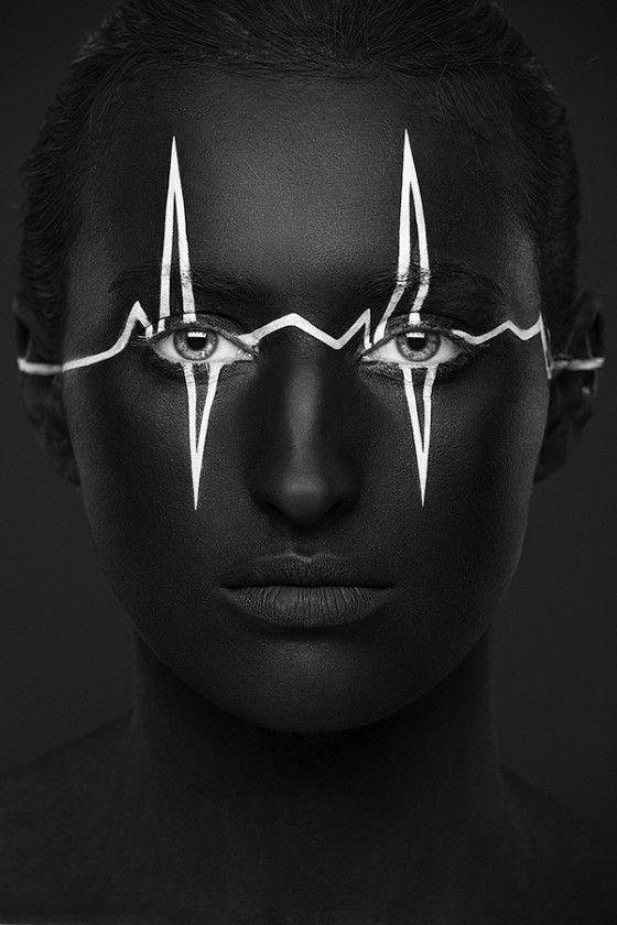 Black/White Heart Beat Face. By: Russische fotograaf Alexander Khokhlov & visagist Valeriya Kutsan