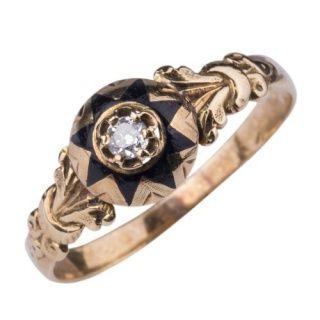 Victoriaanse ring geëmailleerd en met diamant.