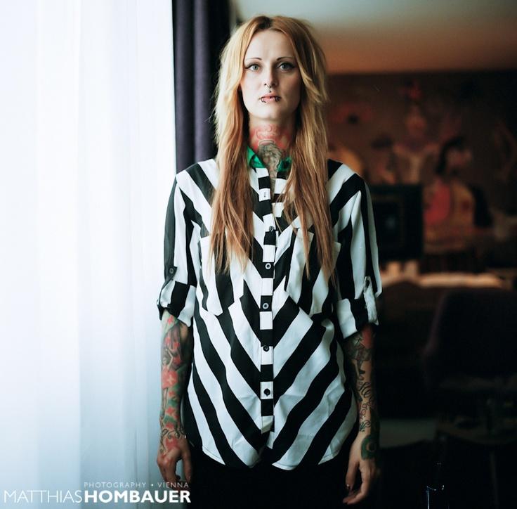 I want this stripe shirt ! (Jennifer Rostock by Matthias